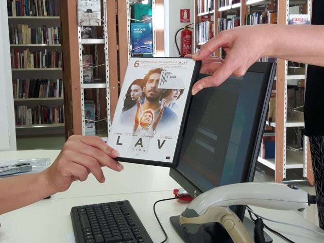 Od danas članovi knjižnice besplatno mogu posuditi najnovije filmove