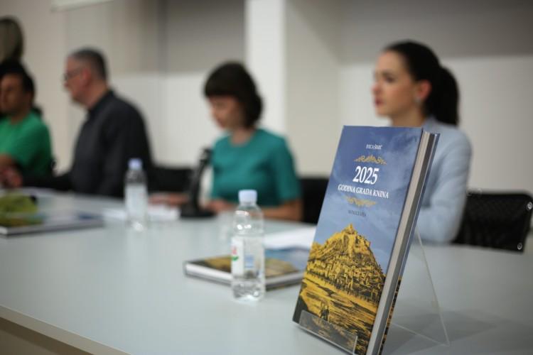 """Od danas moguća online narudžba i kupnja knjige """"2025 godina grada Knina"""""""