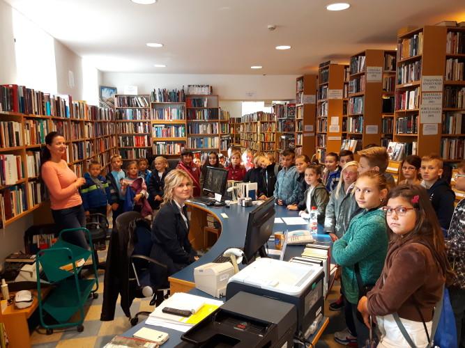 Učenici iz Golubića u posjetu knjižnici