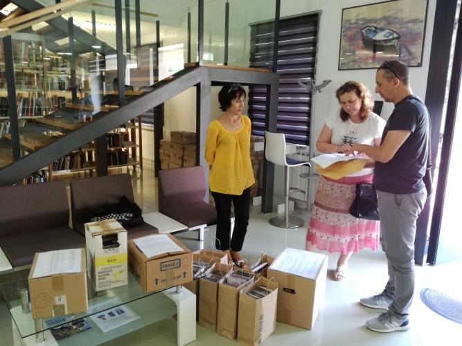 Gradska knjižnica Zadar donirala kninskoj knjižnici 500 CD-ova